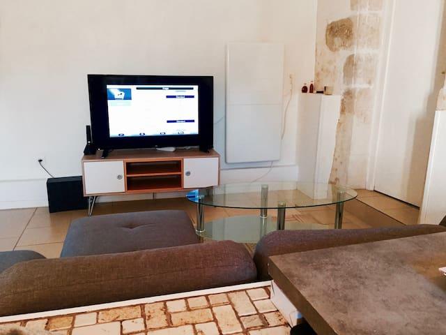 Appartement neuf 40m2 au RDC d'un agréable domaine - Buxerolles - Byt