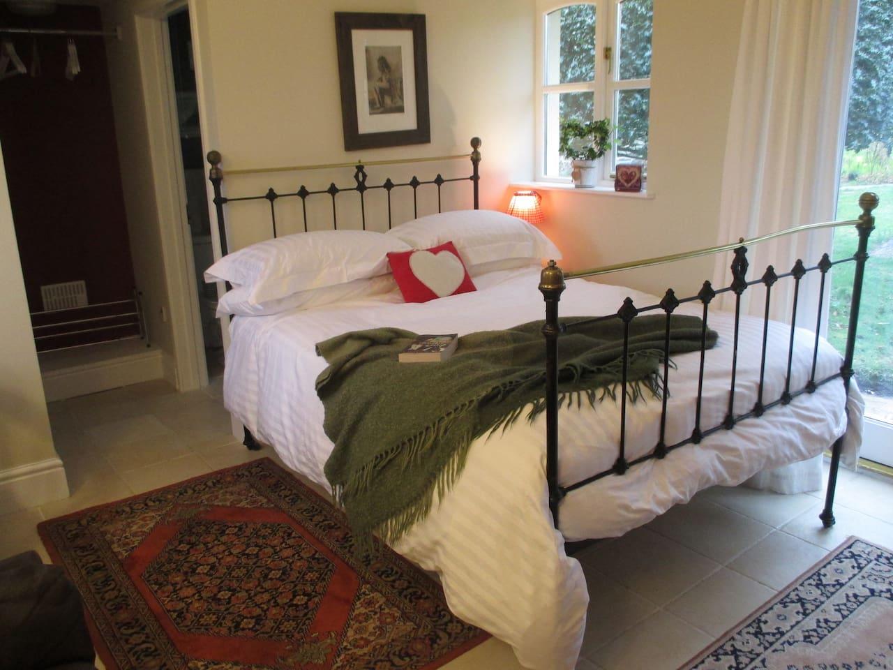 Bed and Breakfast in style at The Cwtch!