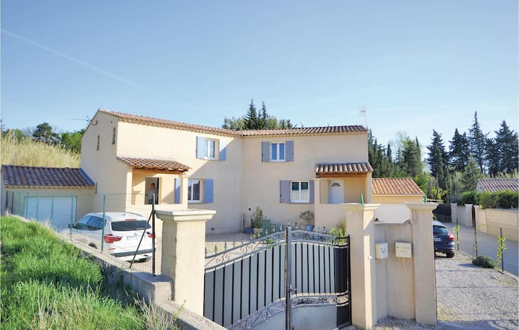 Terraced house with 3 bedrooms on 110m² in Loriol du Comtat
