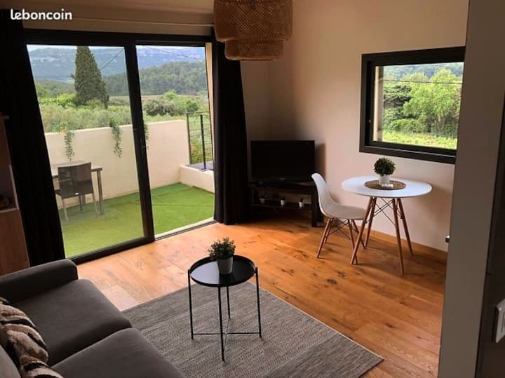 Location  studio dans les vignes de cassis