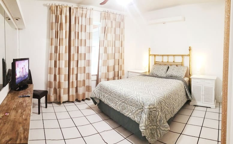 Comfy Stay near Airport w/self Check-in + Parking