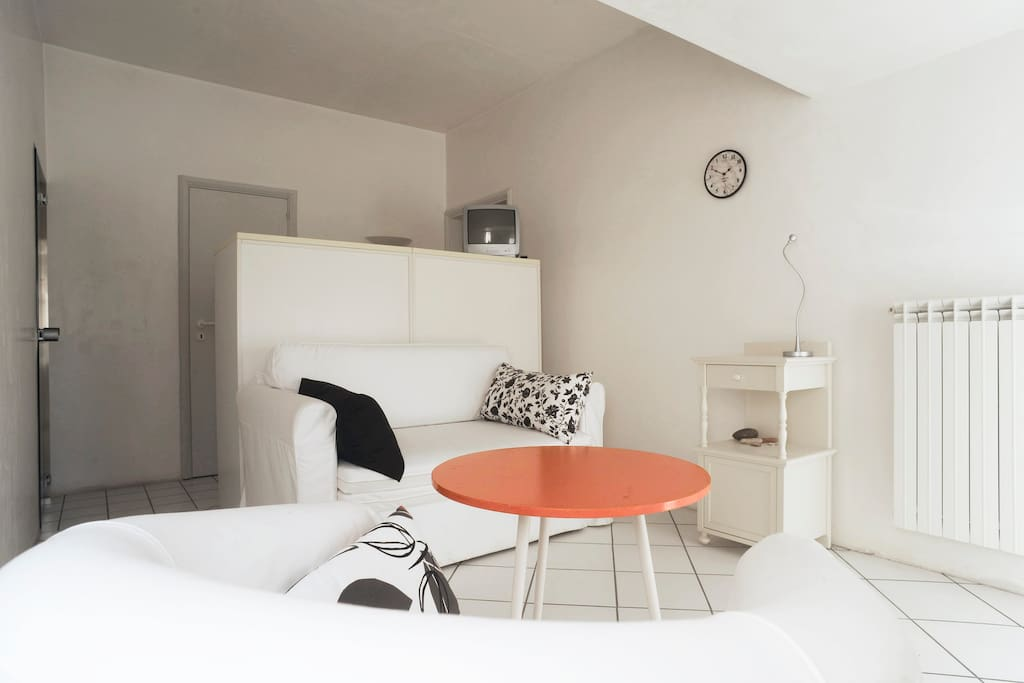 Salotto privato con divano letto
