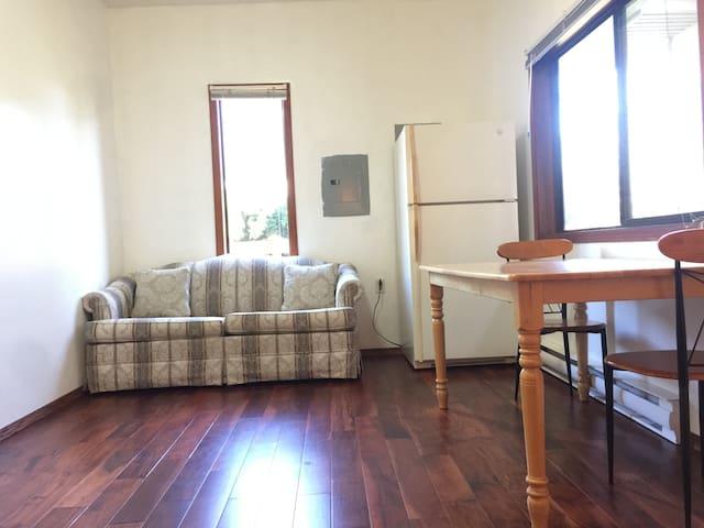 1-bedroom near University with Sunny Backyard