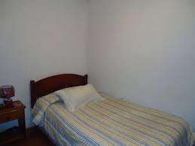Dormitorio básico.