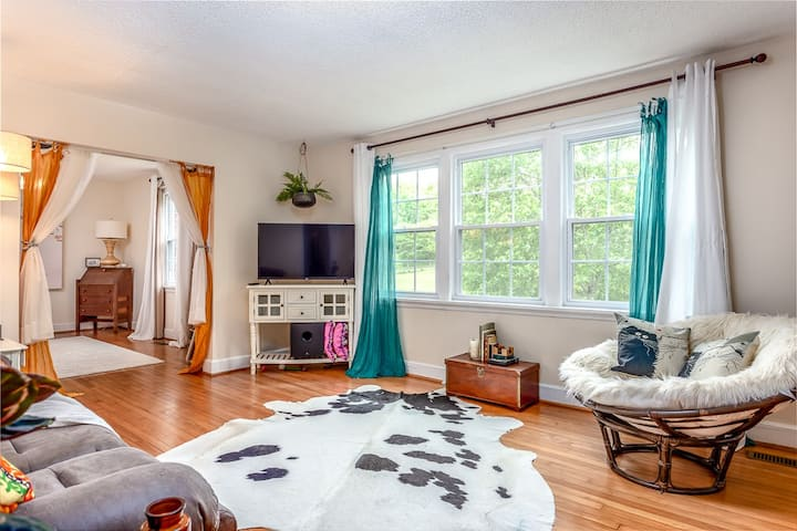 Rolling Acre Room *Monthly* Great Location
