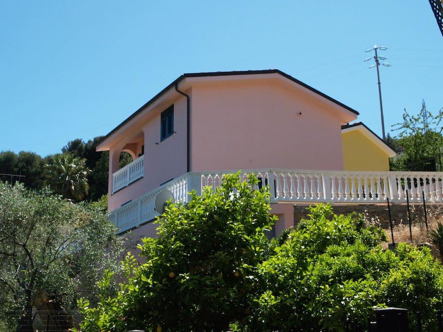 Villa in tranquilla zona residenziale case in affitto a for 3 piani di camera da letto 2 bagni piani 1 storia