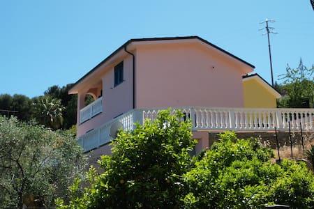 Villa in tranquilla  zona residenziale - Imperia