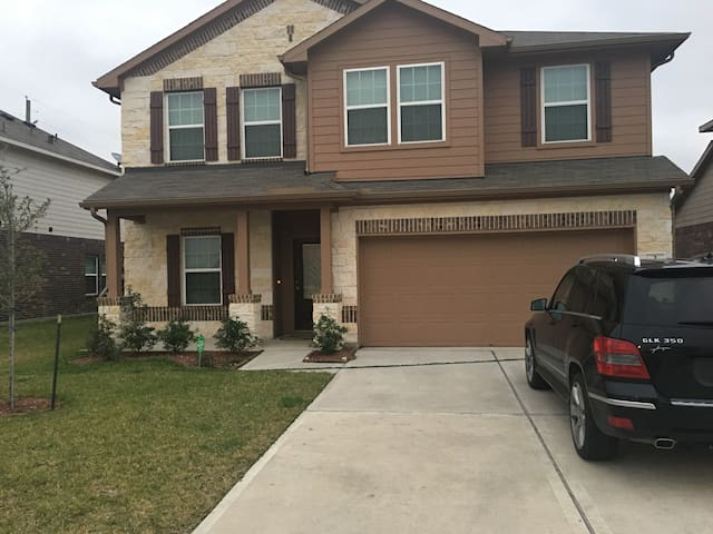 Beautiful 4 bedrooms and 2.5 bathrooms for rent.
