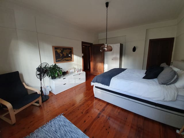 Potts Point Large 2BR Apartment. Entire Space