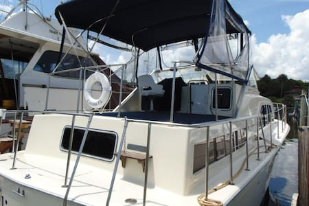 Liveaboard Yacht On The Water - Merritt Island
