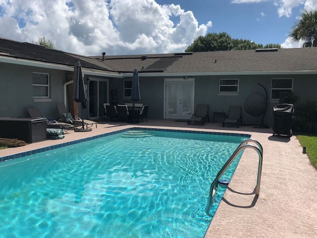Private Luxury 2 bed 1 ba getaway   heated pool
