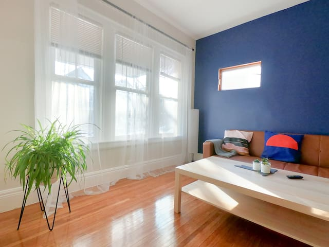 ♥3 Bedroom Cozy Apartment : Charming Neighborhood♥