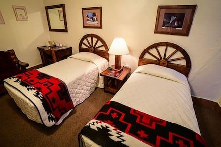 El Rancho Hotel - Two Twins Standard Room