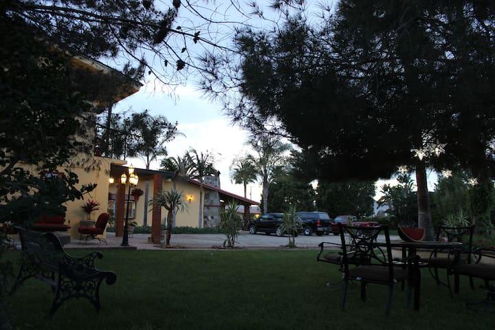 Hab. Pequeña #A, Rancho Campanario