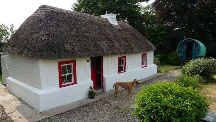 Geaglum Cottage and Romany Gypsy Caravan