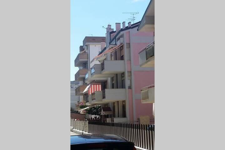Affittasi mansarda a due passi dal mare - Alba Adriatica - Apartamento