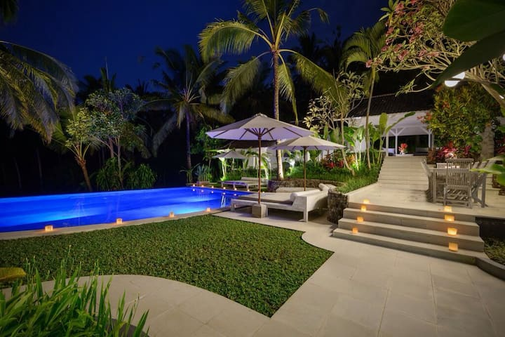 Amazing 8 Bed 8 Bath luxury villa in rice fields - Tabanan - Bed & Breakfast