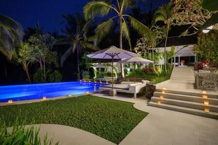 Amazing 8 Bed 8 Bath luxury villa in rice fields - 塔巴南 (Tabanan) - 住宿加早餐