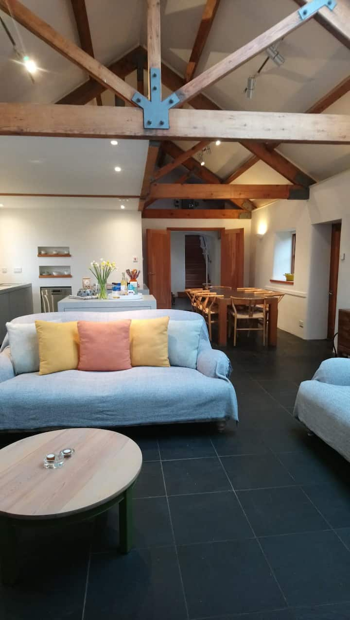 Beautiful Spacious 3 Bed Barn near St Just