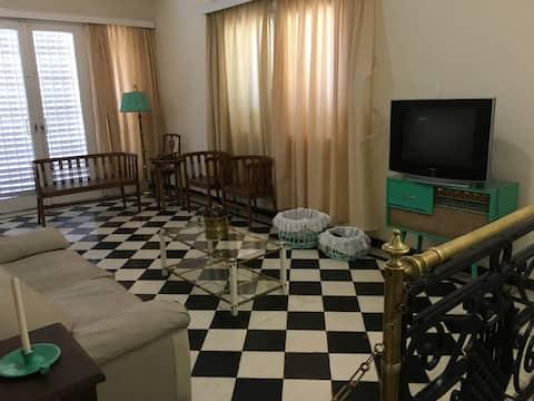 Amplia casa con excelente ubicación