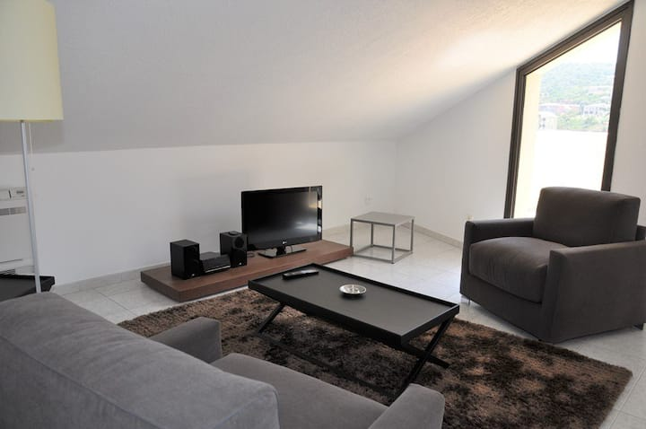Bright apartment in the city centre a few steps from the beaches