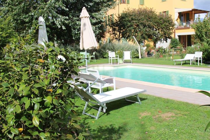 Swimming pool (April - October)