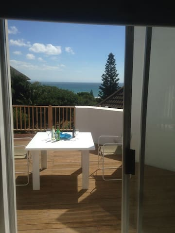 Top floor bedroom and living room with sea view - Saint Francis Bay - Huis