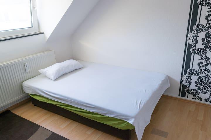 Nice room, 10min to Köln Messe (Fair) - Köln - Apartment