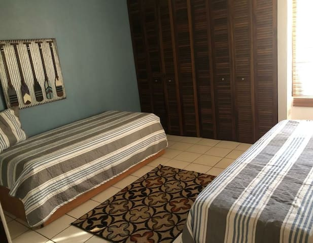 These are trindle beds meaning that there are 2 more twin beds under the ones shown