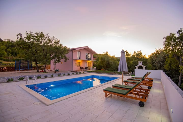 ctim298 - Modern holiday house with pool for 4 + 2 persons