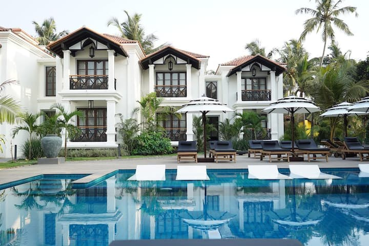 1 Luxury Suite Room w Breakfast & Pool- Calangute