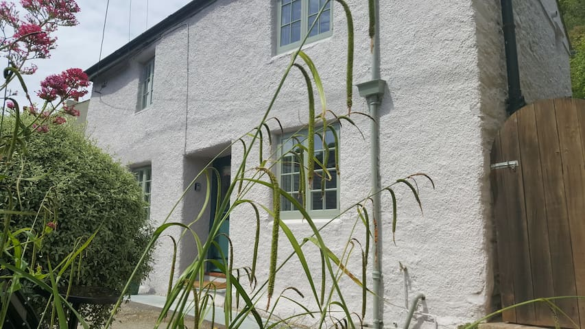 Newly renovated 2 bed character cottage in Noss
