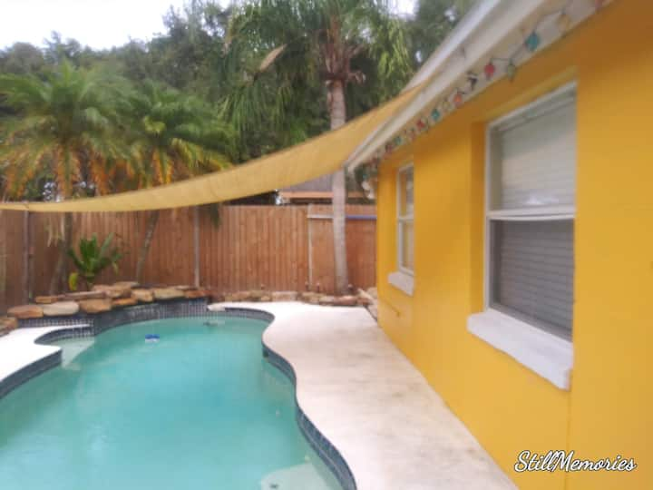 Yellow House - 3Br/2Bth  w/pool