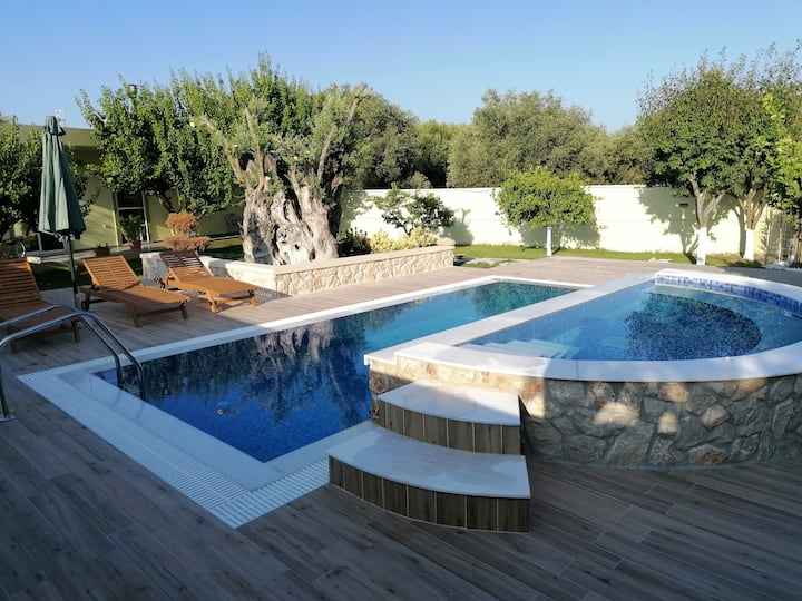 Villa MATA - 600m² with Private Pool and Jacuzzi