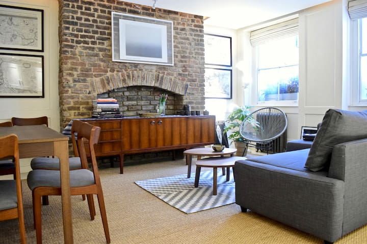 Incredible 1 bed apartment right by Russell Square