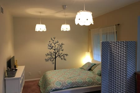 Master Bedroom/Private Bath/Balcony - Santa Monica - House