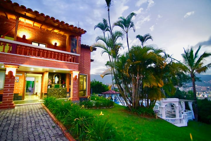 luxury Medellin Villa House -Pool,Jacuzzi