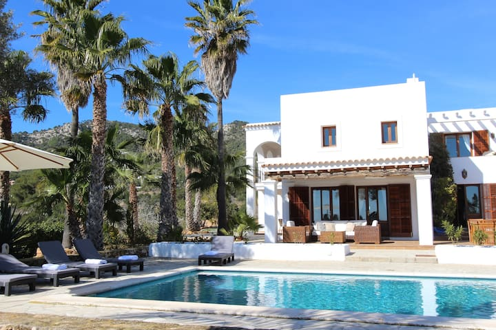 Ibiza Beautiful450m2 sea view Villa in Es Cubells.