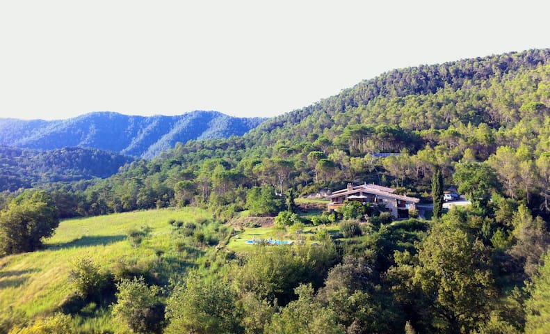 Bed&Breakfast: Off-grid Family Ecolodge in Forest - Serinyà - Bed & Breakfast