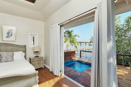 Luxury  3 bedroom villa at Ray Caye Private Island
