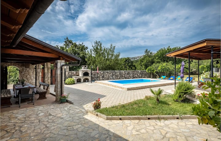 Amazing home in Drivenik with Outdoor swimming pool and 5 Bedrooms