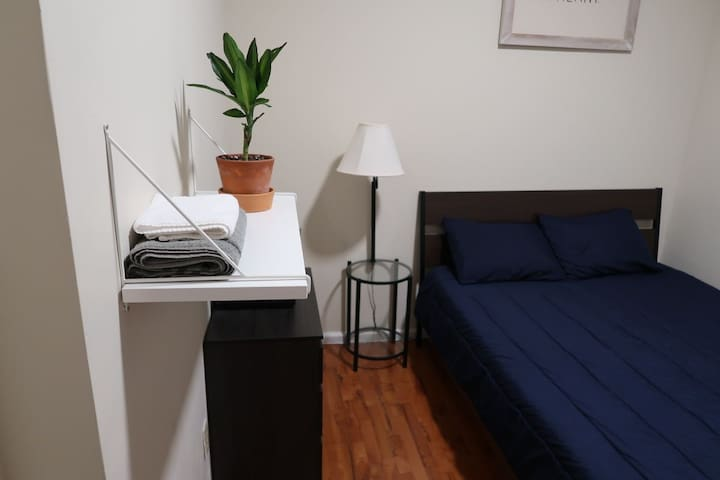 Bright and cozy room, 15 min from NYC on the PATH
