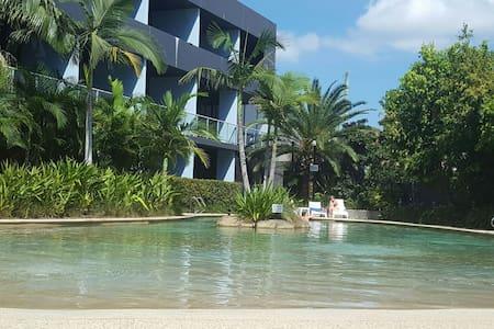 Private bed/bathroom, balcony+pool - Waterloo - Wohnung