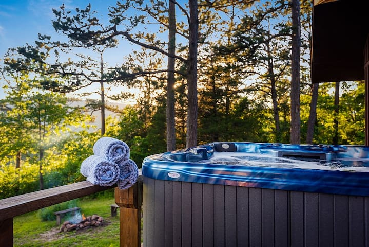 Hot tub with great mountain sunset views.