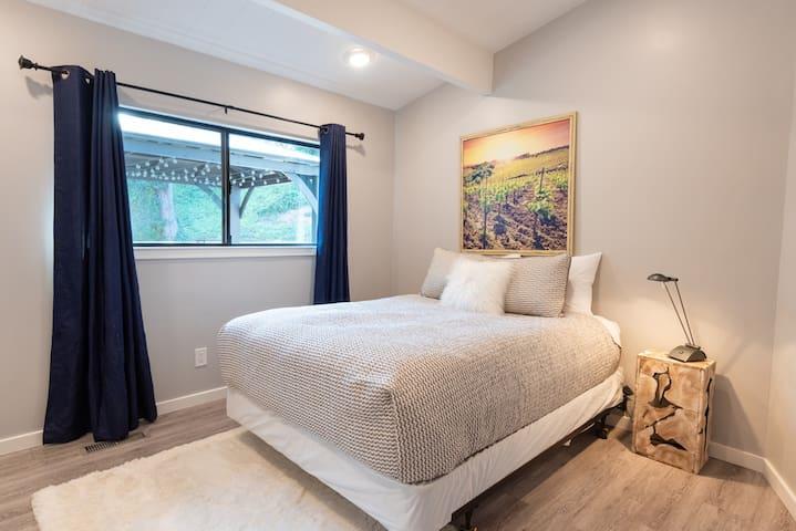 Bedroom #3: Queen bed