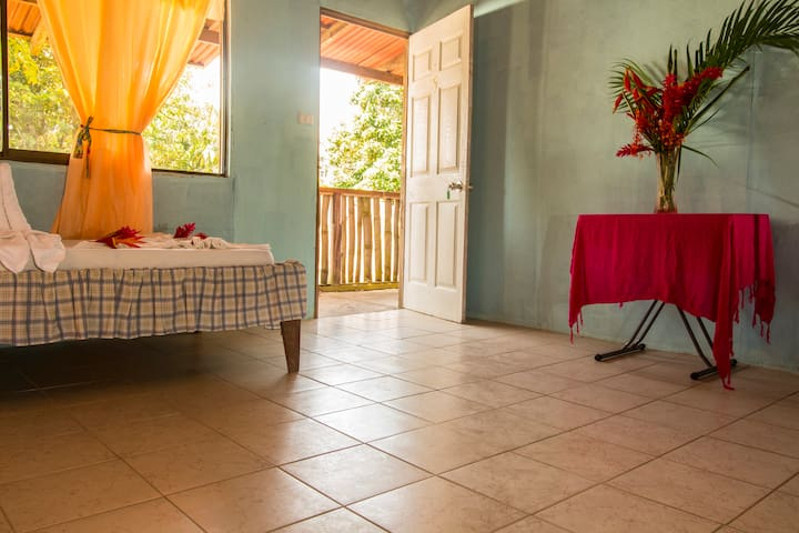 Amazing accomodations: Cabinas Beyetty - Tortuguero - Penzion (B&B)
