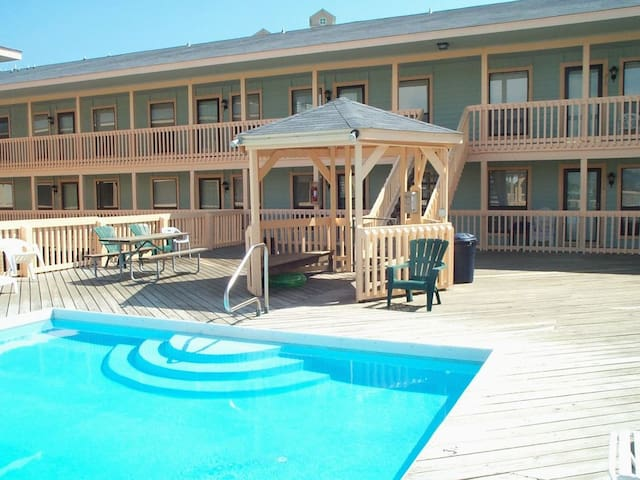 Discounted April Rates, Newly Renovated, At Beach