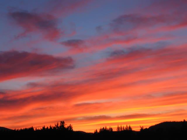 Sylvan Meadows Suite - Charming Retreat