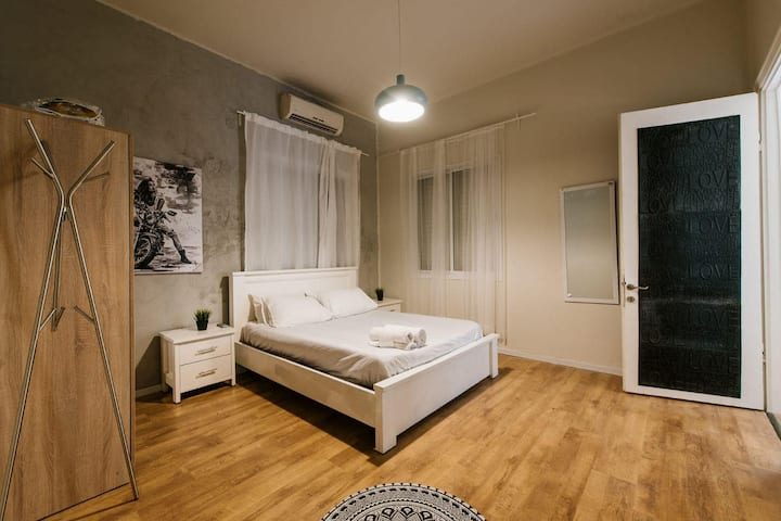 Garden apartment designed 100 mr from the beach