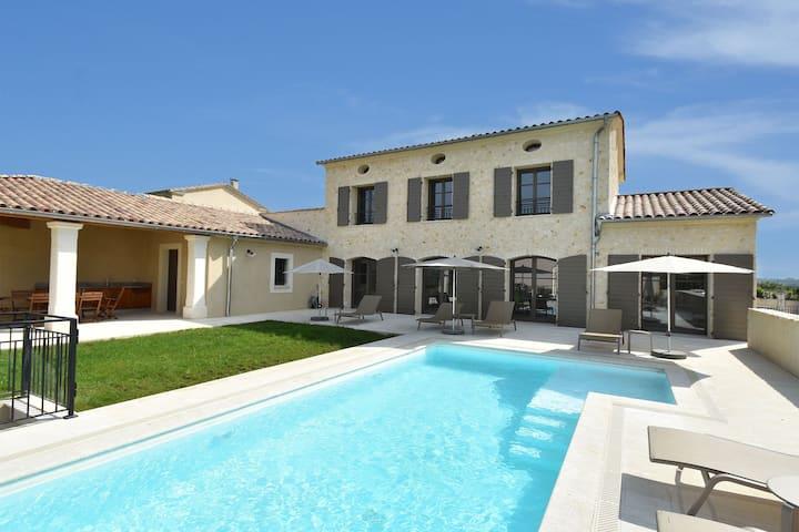 Villa de luxe à Uzès avec piscine privée